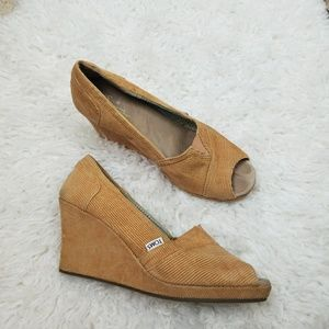 Tom's Tan Corduroy Wedges 10